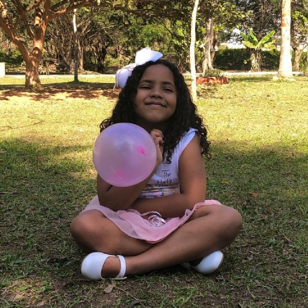 Photo by Lívia on June 12, 2021. May be an image of 1 person, child, balloon and outdoors.