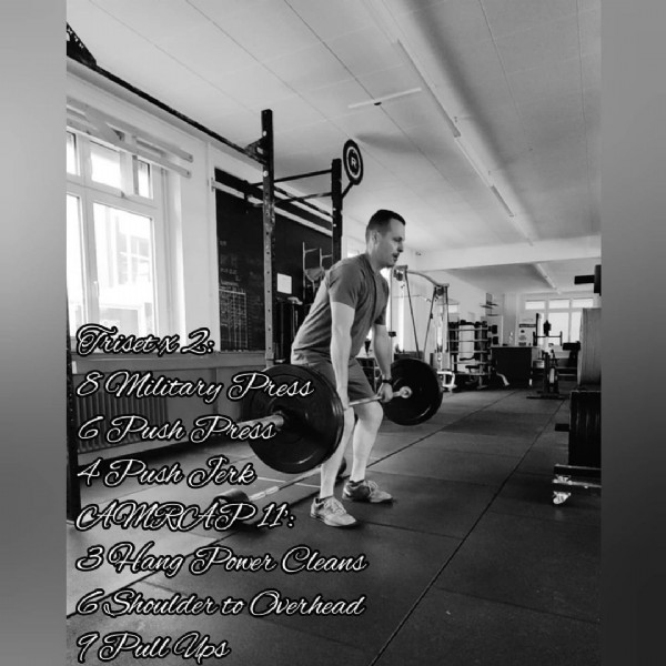 Photo shared by Hugo Amorim  on June 19, 2021 tagging @menshealthmag, @roguefitness, @bodybuildingcom, @reebok, @muscleandfitness, @fnx_fit, @fitness_portugal, and @crossfit. May be an image of 1 person, standing and text that says 'Trisetx2: 8 Military Press 6 Push Press 4 Push Jerk AMRAIP11 3Hang Power Cleans 6 Shoulder to Overhead 1Pull Ups'.