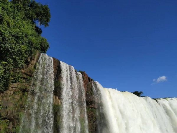 Photo by Guia in Iguazu in Cataratas Do Iguaçu. May be an image of nature and waterfall.