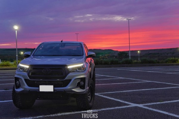 Photo by yoshi 490 trucks on June 07, 2021. May be an image of car, sky, road and text that says '490 TRUCKS'.