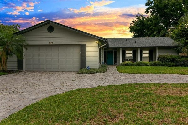 Photo by Bibi Sells Fl Homes on June 20, 2021. May be an image of sky, tree, grass and twilight.