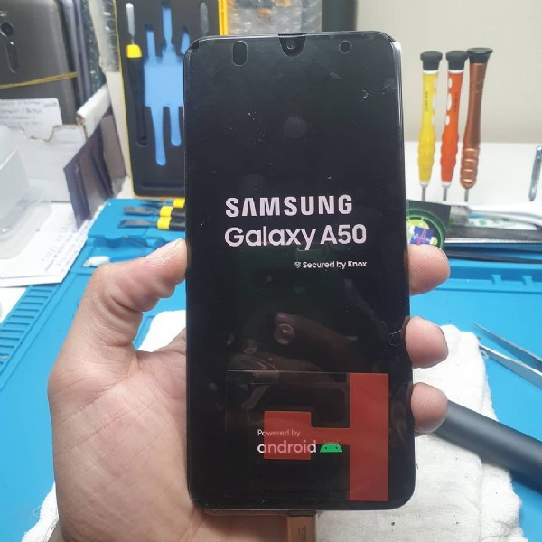Photo by W. Tech on June 08, 2021. May be an image of phone and text that says 'SAMSUNG Galaxy A50 Secured by Knox Powre wered android'.