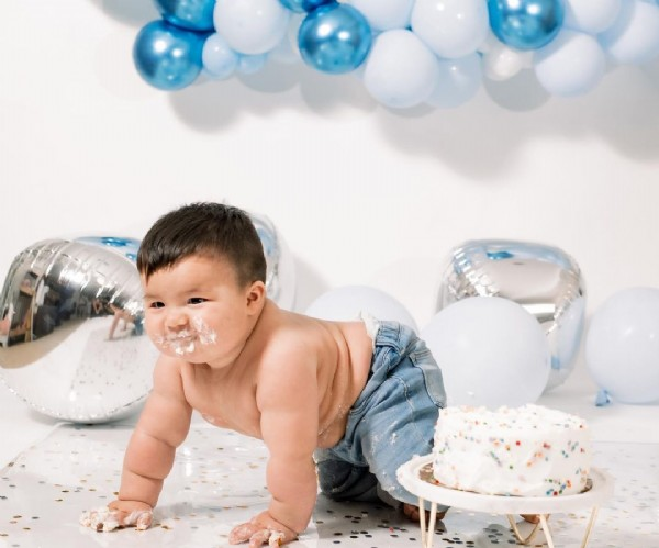 Photo by Forever Lasting Memories on June 08, 2021. May be an image of 2 people, baby, balloon and cake.