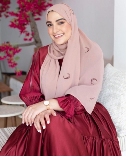 Photo shared by Foulard | فولار on July 28, 2021 tagging @foulard_f, and @suzanalsadi. May be an image of 1 person, standing and headscarf.