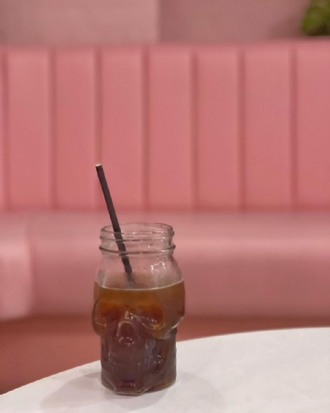 Photo shared by Tiffany Cattouf   #APinkMood on June 10, 2021 tagging @lovesouthsea, @caffeinemag, @caffeine, @apinkmood, @portsmouth_news, @hideoutcoffeecompany, @cntravellersociety, and @ourhampshire. May be an image of drink and indoor.