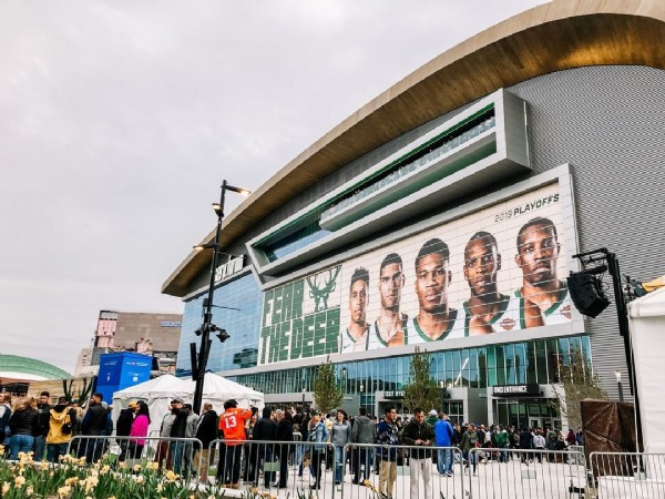 Photo by Frontdesk in Fiserv Forum-Home of the Milwaukee Bucks with @bucks, @caro.lee.na, @dearmke, and @onmilwaukee. May be an image of 5 people and outdoors.
