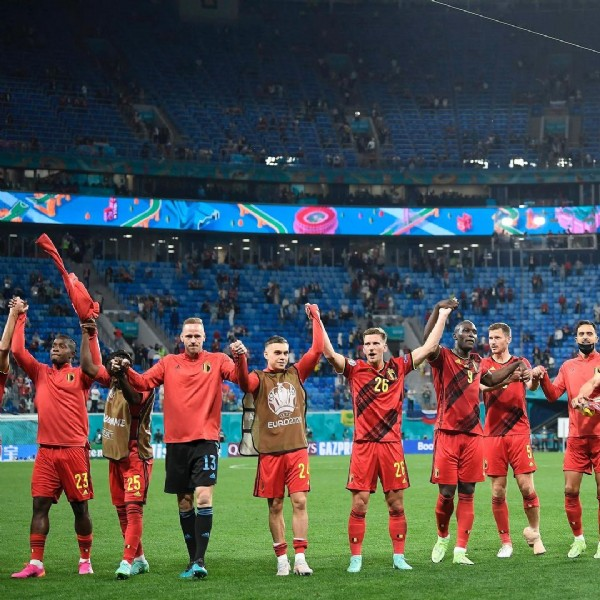 Photo by Matz Sels in Zenit st Petersburg,Rusia with @belgianreddevils. May be an image of 7 people and stadium.