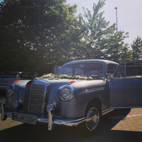 Photo by Paule Ponton Oldtimer in La Mer Neuwied. May be an image of car and outdoors.
