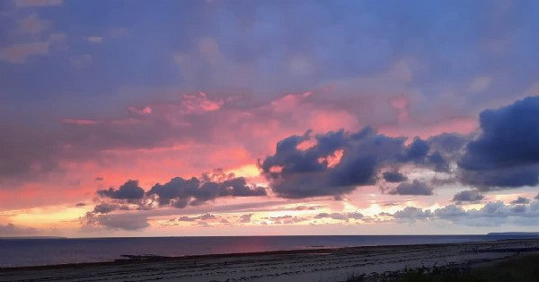 Photo by MariGrrrrr in A La Plage Du Saint-Germain Sur Ay. May be an image of beach, twilight, nature, cloud and ocean.