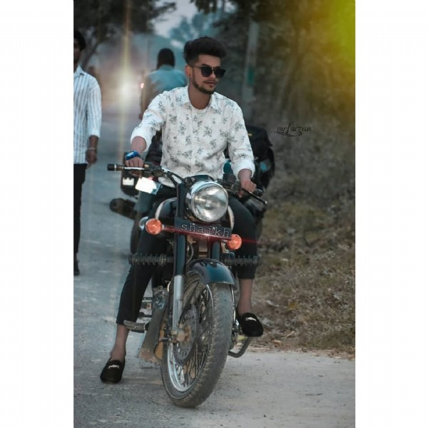 Photo by FAIZANAHMAD in Belthra Road Ballia. May be an image of 1 person, motorcycle, sunglasses and outdoors.