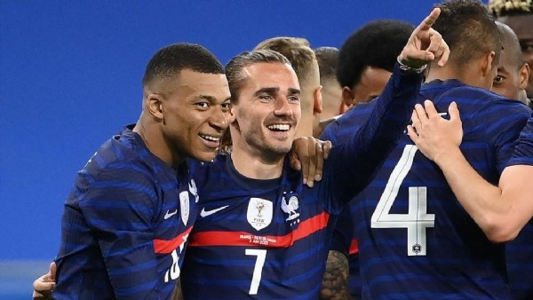 Photo shared by @grizi.source on June 19, 2021 tagging @antogriezmann, and @k.mbappe. May be an image of 2 people.