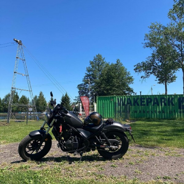 Photo by Karin Moto in Wasilków with @wakestok, and @caberghelmets. May be an image of motorcycle and outdoors.