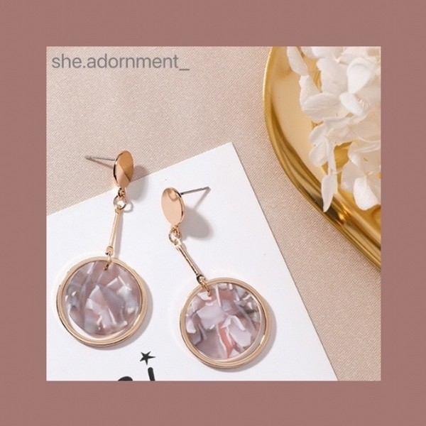 Photo shared by Accessories   飾品 ✨ on August 03, 2021 tagging @she.adornment_. May be an image of jewelry and text.