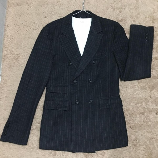 Photo by Nguyễn Thu on June 19, 2021. May be an image of suit.