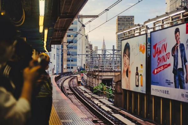 Photo by natsu2n in NTT Docomo Yoyogi Building. May be an image of one or more people and outdoors.