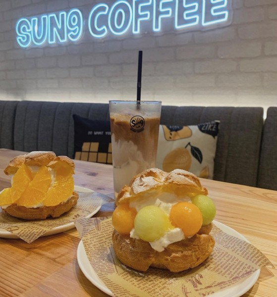 Photo by つぐみん in Sun9 Coffee with @kansai_trip, @osaka_style, @osaka__cafe, and @retrip_osaka_. May be an image of dessert and indoor.