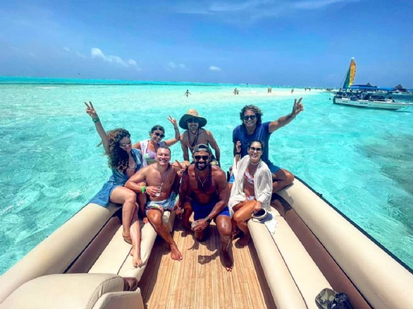 Photo shared by Vida de una emprendedora on June 05, 2021 tagging @anmabema. May be an image of 7 people, people standing and ocean.