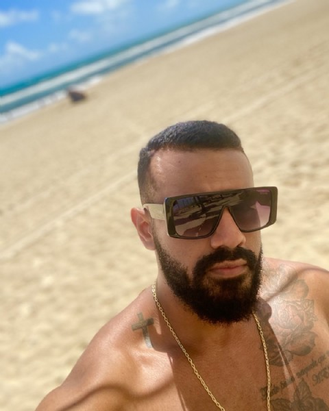 Photo by Personal Trainer on May 08, 2021. May be an image of 1 person, beard, sunglasses and beach.