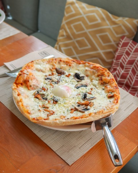 Photo by Frida in Restaurante Frida with @grupolarrumba. May be an image of pizza and indoor.
