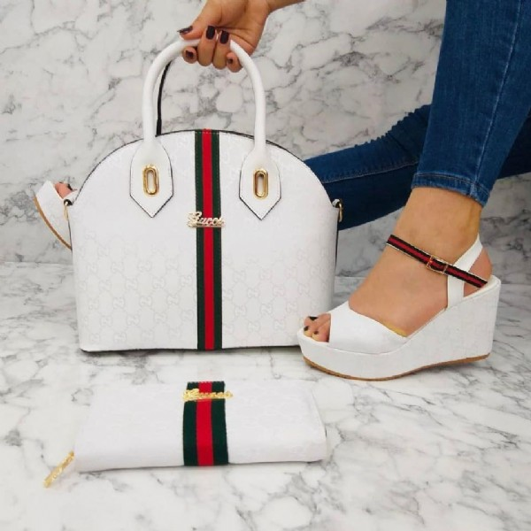 Photo by متجر ستايل التركيا on August 02, 2021. May be an image of footwear and purse.