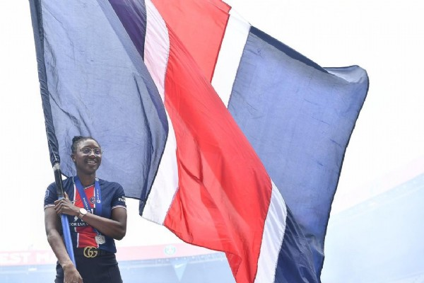 Photo shared by Kadidiatou Diani on June 05, 2021 tagging @psg_feminines, and @collectif_ultras_paris. May be an image of 1 person and standing.