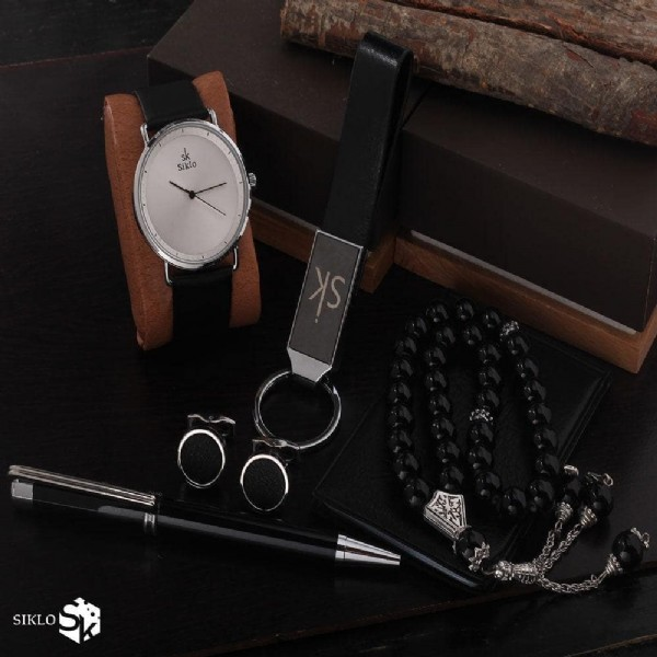 Photo by اسهل٢ on November 04, 2020. May be an image of wrist watch and outerwear.