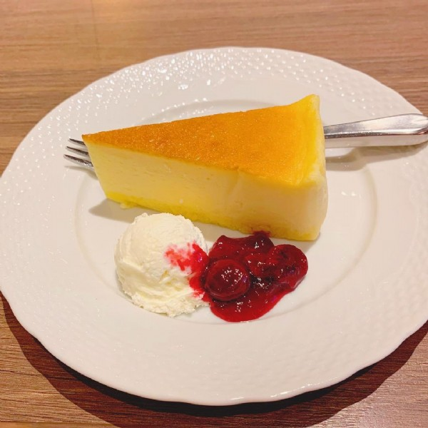 Photo by ルルナ on June 18, 2021. May be an image of dessert and indoor.