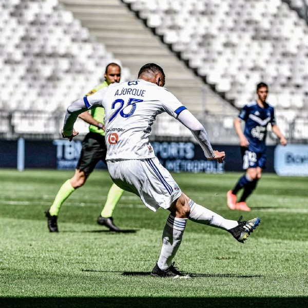 Photo shared by RCSA on April 04, 2021 tagging @ludovic_ajorque25. May be an image of 1 person, playing football and grass.