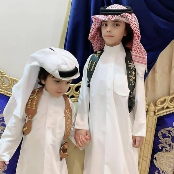 Photo by بروشات اطفالسديريمجندبشت in Riyadh, Saudi Arabia with @tfsyl_rings, @tfsyl_111, and @tfsyl_222. May be an image of 2 people, child, people standing and headscarf.