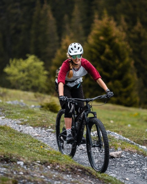 Photo shared by Kerstin__sarah on June 16, 2021 tagging @myswitzerland, @pinkbike, @fisthandwear, @girlsshred, @jcadosch, @graubuendenbike, @onzatires, @dirtysox.cc, @mtbgraubuenden, @biketrails_laax, @fisthandwear_europe, @blizeyewear_switzerland, @epicshop.ch, @mtbbaas, @downhillh3r, and @bikeworld_ch. May be an image of one or more people, people standing, bicycle and nature.