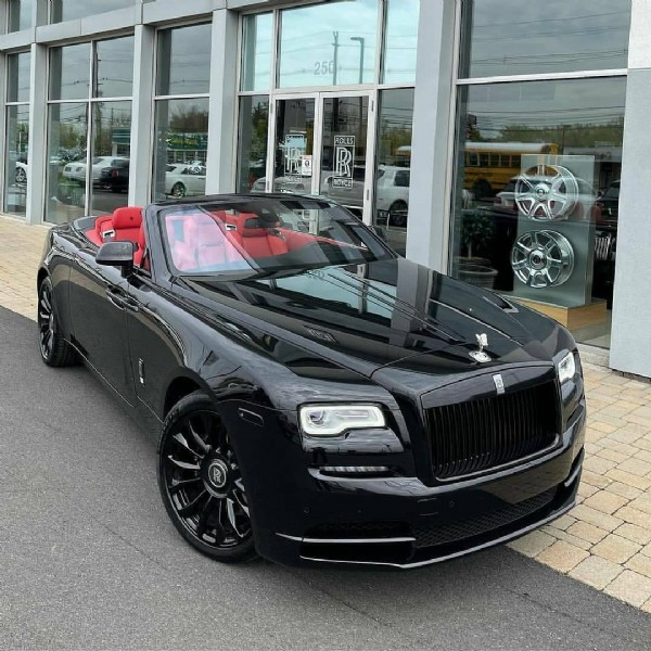 Photo shared by rollsroyceclub_RR on June 06, 2021 tagging @rollsroycecars, and @rollsroyceclubs. May be an image of car and road.