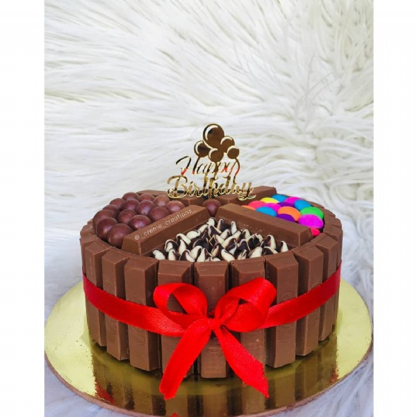 Photo by Crème Creations on June 18, 2021. May be an image of cake.