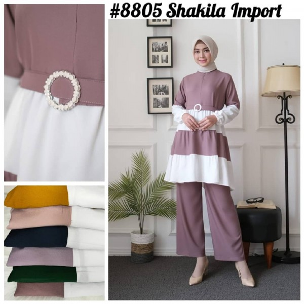 Photo by POSHFASHION___ in PGMTA Pusat Grosir Metro Tanah Abang. May be an image of 1 person, standing and text that says '#8805 Shakila Import NO'.