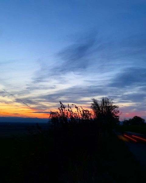 Photo by Meli in Kaiserstuhl with @krue_meli, and @inspomansion. May be an image of nature, cloud, tree and twilight.