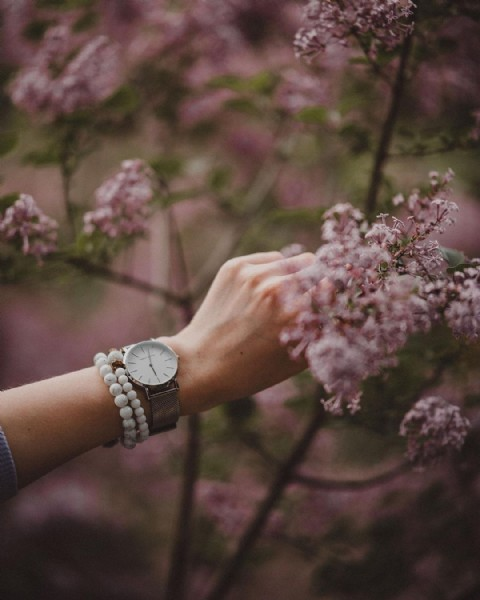 Photo shared by Valerie   Creative Content on June 21, 2021 tagging @fossil, @swarovski, @amazonfashion, @bulova, @leraminascurta, @theofficialpandora, @liketoknow.it, @womannfashionn, and @hannahmartin.official. May be an image of wrist watch, flower and outdoors.