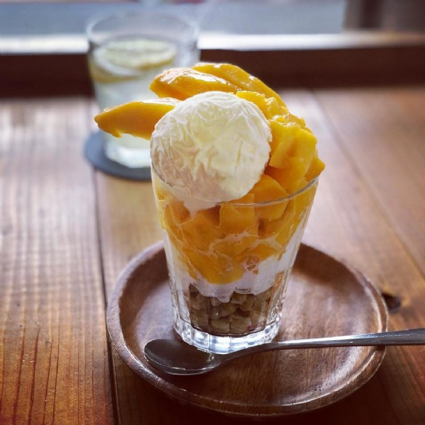 Photo shared by まきずし on June 19, 2021 tagging @okaishouten. May be an image of dessert, fruit and indoor.