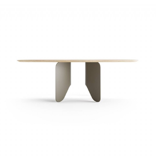 Photo by NELSON DE ARAÚJO on June 19, 2021. May be an image of table.