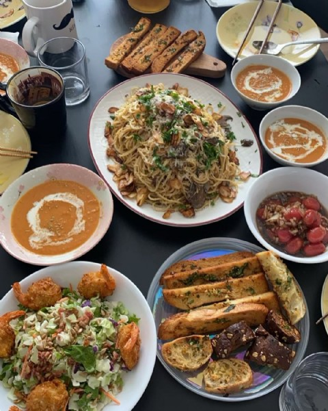 Photo shared by Suhyeon An on January 01, 2021 tagging @h4hn92, @imtimsong, @hyokyungmary, and @daisyphot0. May be an image of food.