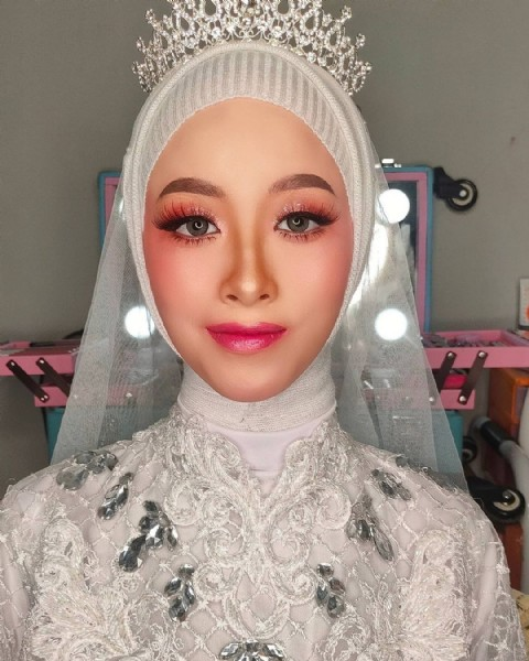 Photo by MARTHA FITRIAA MAKEUP on July 29, 2021. May be a closeup of 1 person and headscarf.