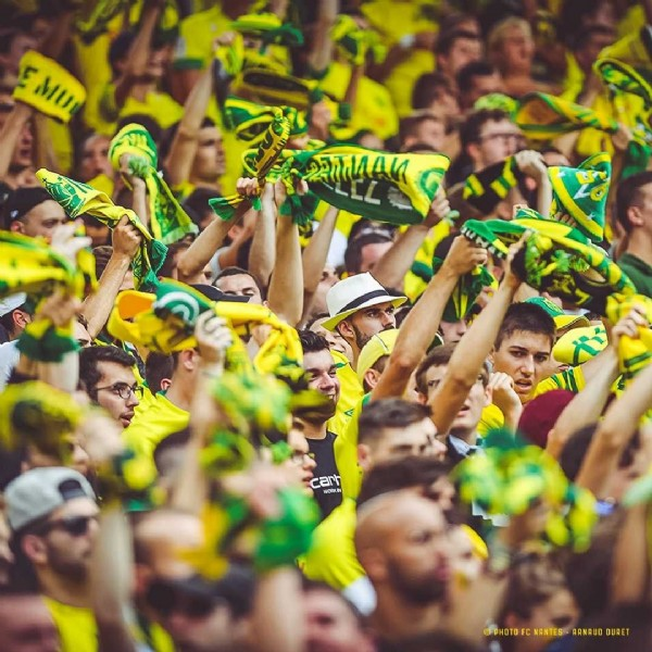 Photo by FC Nantes in Stade de la Beaujoire. May be an image of 4 people, outdoors and crowd.