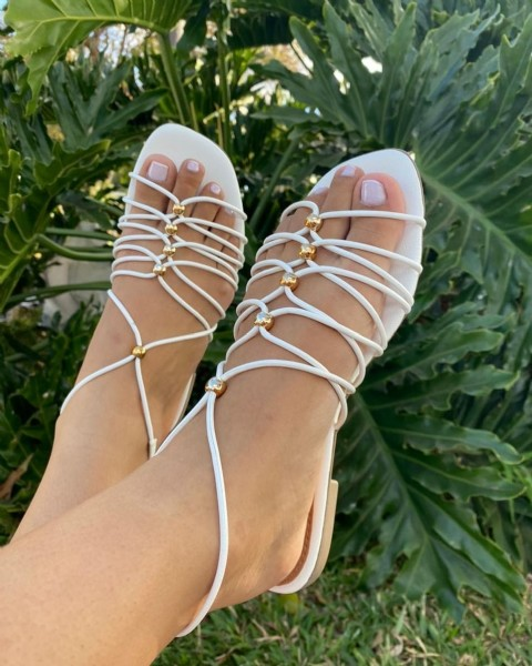 Photo by Loja Day Nataly Shoes on July 26, 2021. May be an image of sandals.