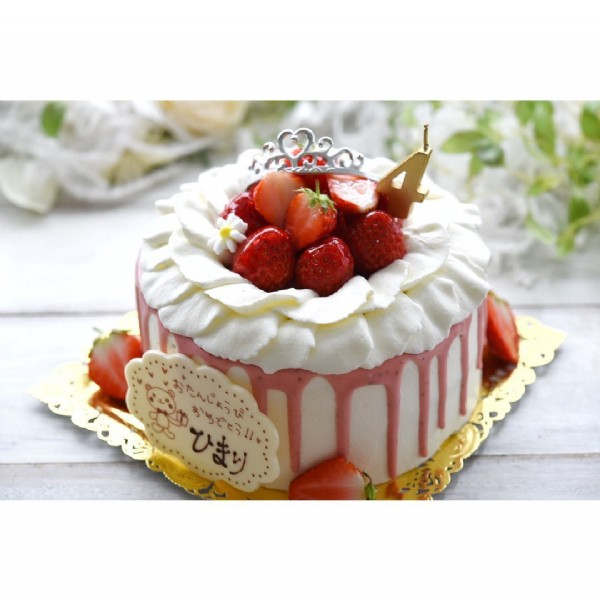 Photo by お菓子工房Echelle in お菓子工房エシェル. May be an image of strawberry and cake.