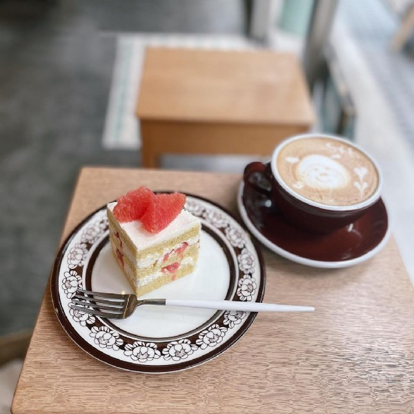 Photo by konakko in Tawanico. May be an image of strawberry, dessert and indoor.