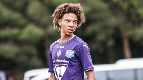 Photo shared by ControPressing on June 06, 2021 tagging @skysport, @football_scouting_, @sportitalia_official, @a.asj18, @dazn_it, @classico_sportsm, @sportmediaset, @toulousefc_esport, and @toulouse._fc. May be an image of 1 person and outdoors.