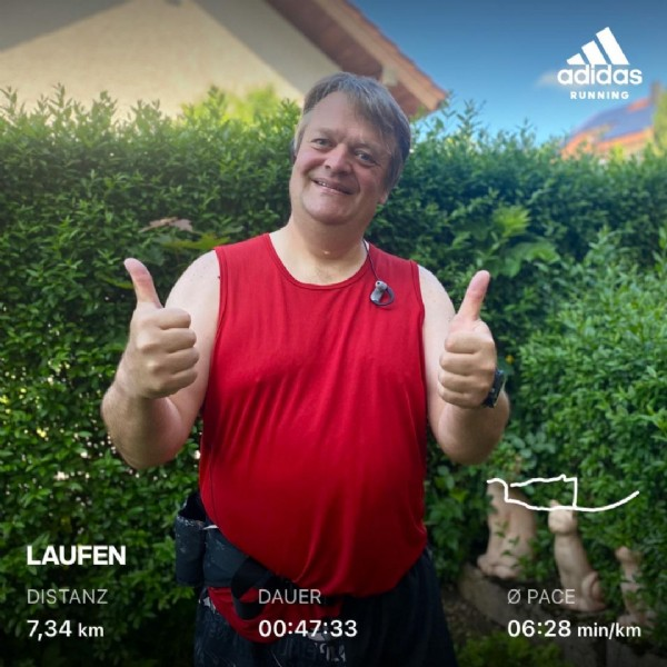 Photo by Björn Willmes on June 13, 2021. May be an image of 1 person, outdoors and text that says 'adidas RUNNING LAUFEN DISTANZ 7,34 km DAUER 00:47:33 Ο PACE 06:28 min/km'.