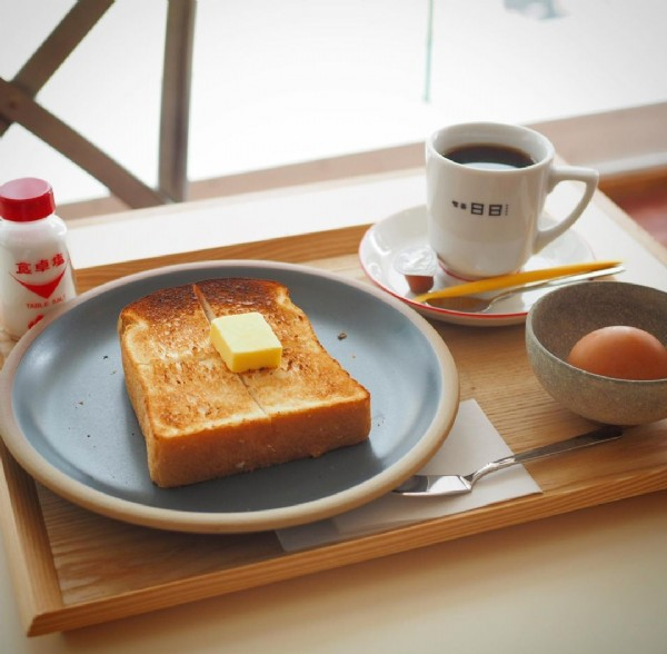 Photo shared by キタムラ on June 19, 2021 tagging @kissa_nichinichi. May be an image of food and indoor.
