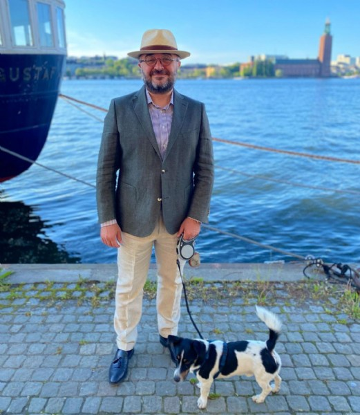 Photo by Alessandro in Söder Mälarstrand with @morrisstockholm, @fernandezyroche_hats, @eduarddressler_official, and @apposta. May be an image of 1 person.