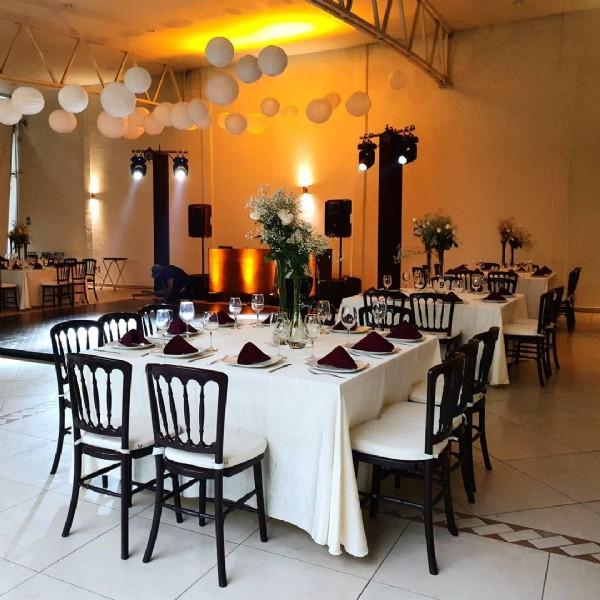 Photo by Terraza Jardines De Bambu on June 14, 2021. May be an image of table and indoor.