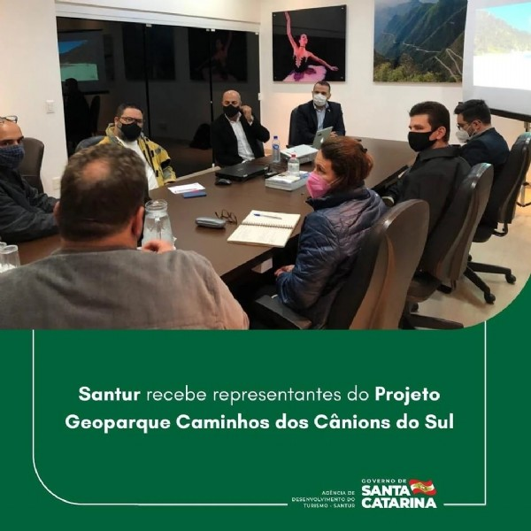 Photo by SANTUR on July 28, 2021. May be an image of 2 people and text that says 'Santur recebe representantes do Projeto Geoparque Caminhos dos Cânions do Sul GOVERNO E SANTA SANTUR CATARINA'.