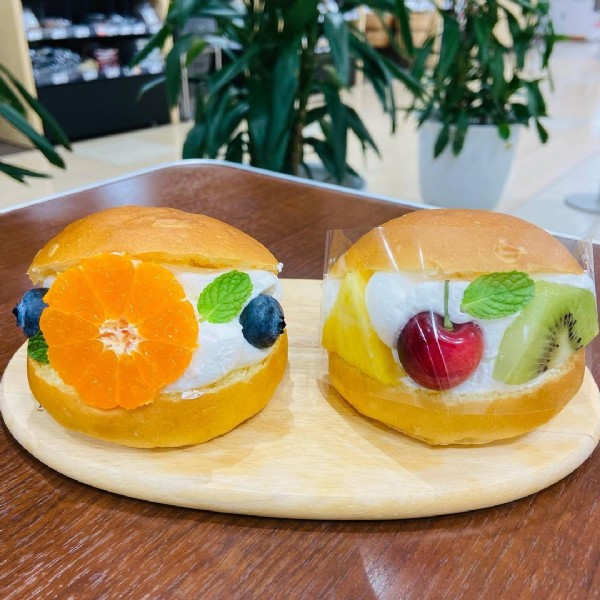 Photo by フルーツジュース専門店ナチューラ on June 17, 2021. May be an image of fruit, dessert and indoor.